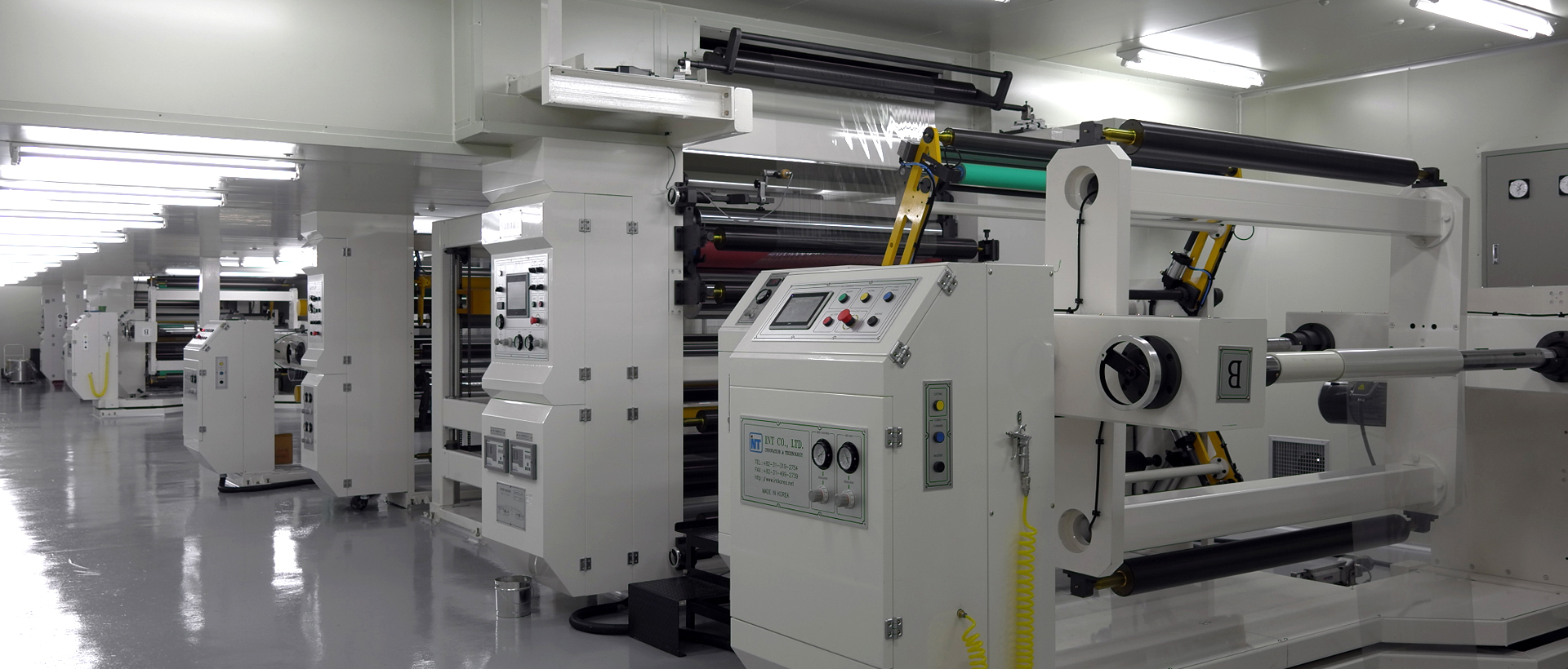 Coating and Laminating Machine$$<p>MACHINE SPEED: MAX 150m/min</p><p>WEB WIDTH: 1,600mm</p><p>GUIDE ROLL WIDTH: 1,700mm</p><p>COATING TYPE: COMMA AND MICRO COATING</p><p><br></p>